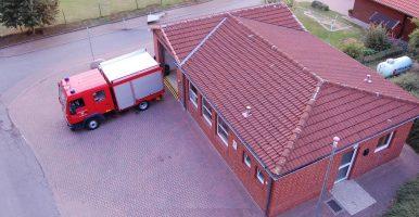 Feuerwehrhaus mit Fahrzeug Trk2